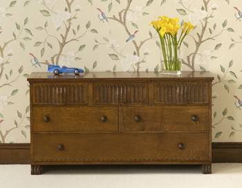Chest of oak drawers